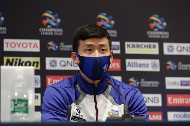 울산 현대 김태환이 지난 9일 카타르 알자누브 스타디움 기자회견장에서 기자단 질문에 답하고 있다. 한국프로축구연맹 제공