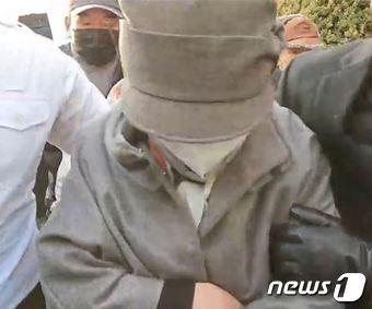 윤석열 검찰총장의 장모 최모씨(74)가 의정부지법에 출석하고 있다./사진=뉴스1(유튜브 화면 갈무리)