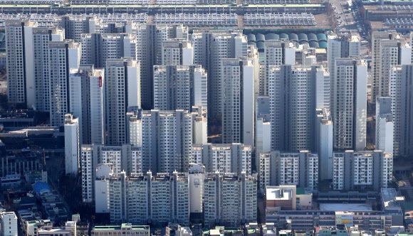 지난 15일 서울 송파구 롯데월드타워 서울스카이에서 바라본 서울 시내 아파트 단지 모습이 보이고 있다. 뉴시스