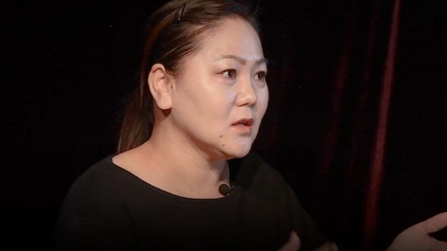 본보 기자와 인터뷰하고 있는 몽골 출신 이주 여성 마잉바야르씨.