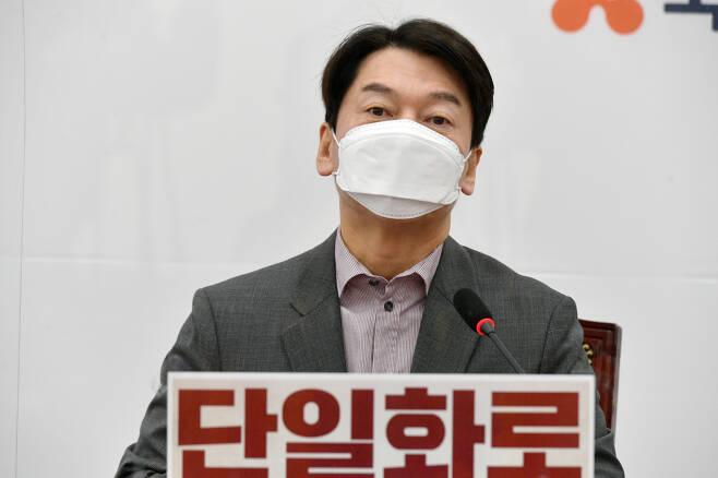안철수 국민의당 대표가 24일 국회에서 열린 최고위원회의에서 발언하고 있다. 박해묵 기자