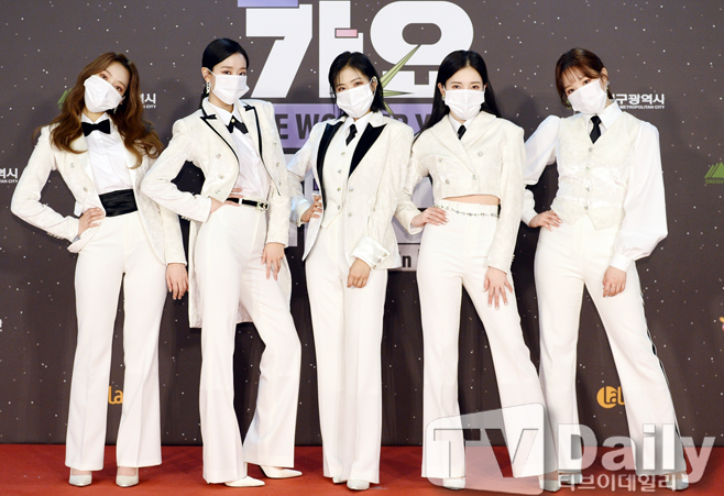 The 2020 SBS Song Daejeon in DAEGU Red Carpet event was pre-recorded on the evening of the 25th.Singer April attended the SBS song Daejeon red carpet event.Boom, Kim Hee-chul and April The 2020 SBS Song Daejeon, which was conducted as a society of good, will be held under the theme of The Wonder Year.BTS, TWICE, Seventeen, Godseven (GOT7), MonstaX (MONSTA X), Mamamu, Jesse, New East, Girlfriend, Omai Girl, IZ*ONE, The Boys, Stray Kids, (Women) Kids, ATEEZ, and Yes ( ITZY), Tomorrow By Together (TOMORROW X TOGETHER), April, Momoland, Cravity (CRAVITY), Treasure (TREASURE), Espa, Enhyphen (ENHYPEN) appear and shine their seats.