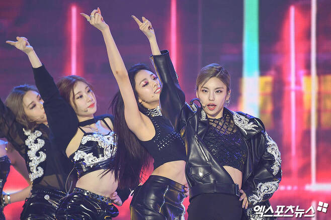 ITZY Yezi, who attended 2020 SBS Song Daejeon in Deagu, which was pre-recorded on the afternoon of the 25th, is showing the stage.