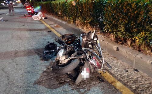 A씨 차에 들이받혀 크게 부서진 B씨의 오토바이. (사진=뉴스1)