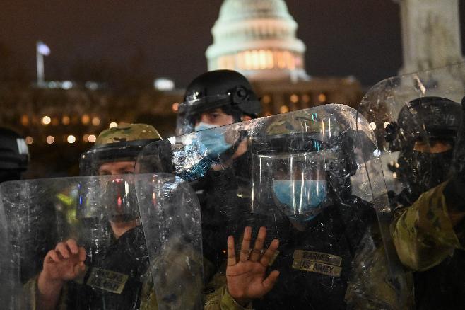 시위대 진압을 위해 뒤늦게 워싱턴DC에 투입된 주방위군. 연합뉴스