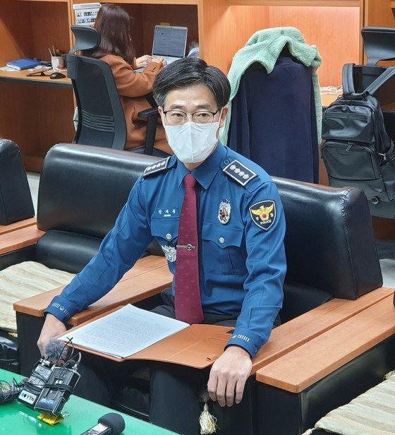 정재봉 순창경찰서장이 11일 전북경찰청 기자실에서 '경찰이 아동학대 의심 신고자의 신분을 노출했다'는 지적에 대해 ″다른 어떤 사안보다 엄중하게 인식하고 있다″고 말하고 있다. 김준희 기자