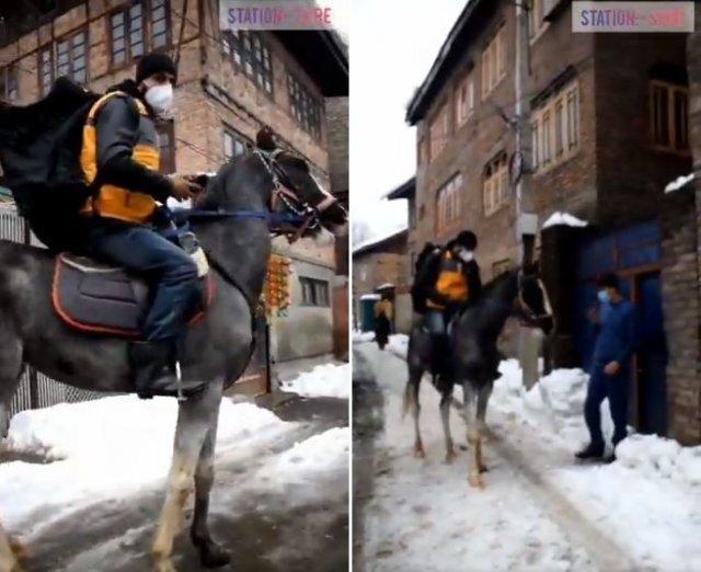폭설이 내린 인도에서 한 택배기사가 '말'을 타고 배송에 나서 화제가 되고 있다. 사진기자 우마르 가니 트위터 영상 갈무리