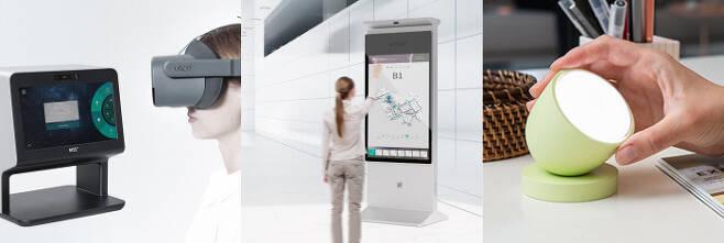 세계 최대 가전제품 전시회인 'CES 2021'에서 최고 혁신상을 받은 엠투에스의 가상현실(VR) 안과 검사기 'VROR 아이 닥터', 혁신상을 받은 브이터치의 비접촉 원거리 터치 키오스크, 루플의 인공지능(AI) 조명 '올리'(왼쪽 사진부터). 각 사 제공