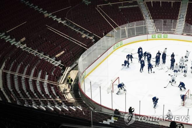 시즌 개막 앞두고 훈련 중인 NHL 밴쿠버 캐넉스 [AP=연합뉴스 자료사진. 재판매 및 DB 금지]