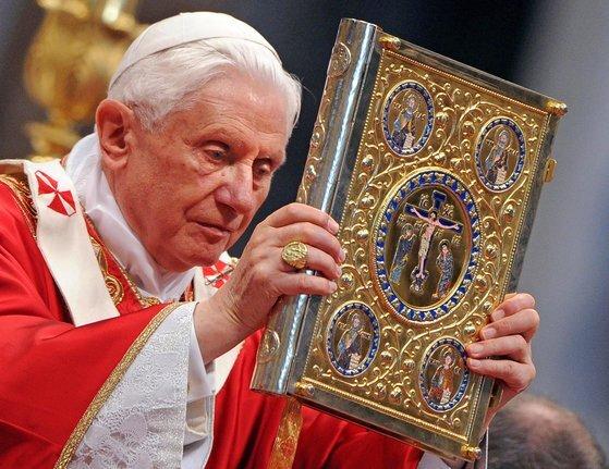 94세인 베네딕토16세 전 교황도 코로나19 백신을 맞았다. [EPA=연합뉴스]