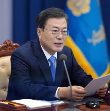 문재인 대통령이 지난 11일 오후 청와대 여민관에서 열린 수석보좌관회의를 주재하고 있다. 뉴스1