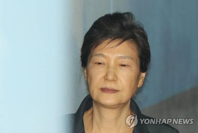 박근혜 전 대통령, 징역 20년·벌금 180억원 확정 [연합뉴스 자료사진]