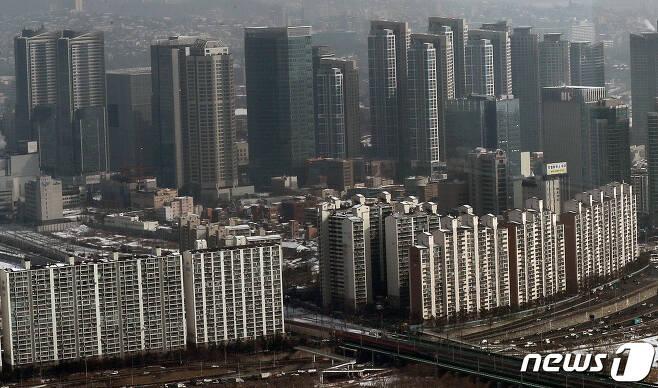 서울 여의도 63빌딩에서 바라본 서울 아파트단지. © News1 박세연 기자