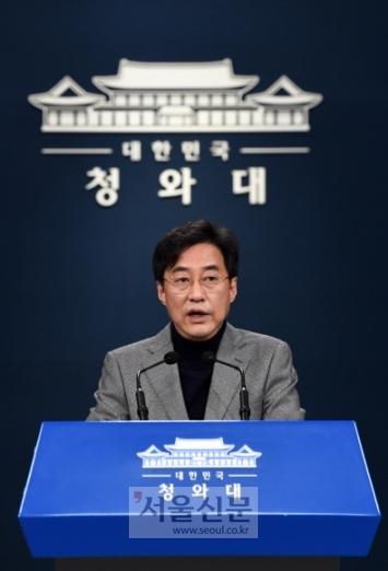- 강민석 청와대 대변인이 1일 오전 청와대 브리핑룸에서 차관급 인사 관련 브리핑을 하고 있다. 2020.11.1 도준석 기자pado@seoul.co.kr