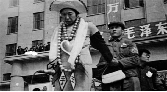 <1967년 4월 10일 비투 현장의 왕광메이/ 공공부문>