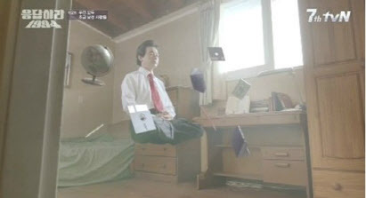 지난 2013년 10월  tvN '응답하라 1994'에 카메오로 출연한 허경영 (사진='응답하라 1994' 방송 캡처)