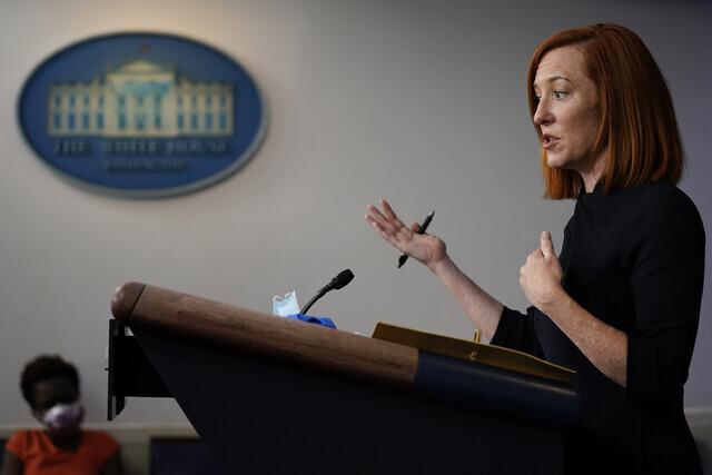 젠 사키 미국 백악관 대변인이 22일 언론 브리핑에서 질문에 답하고 있다. 워싱턴/AP 연합뉴스