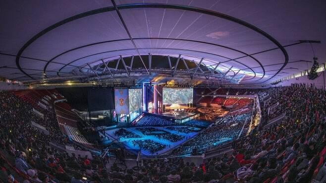 '2020 롤드컵' 결승전이 열린 중국 상하이 푸동아레나 경기장의 모습. [사진=라이엇게임즈]