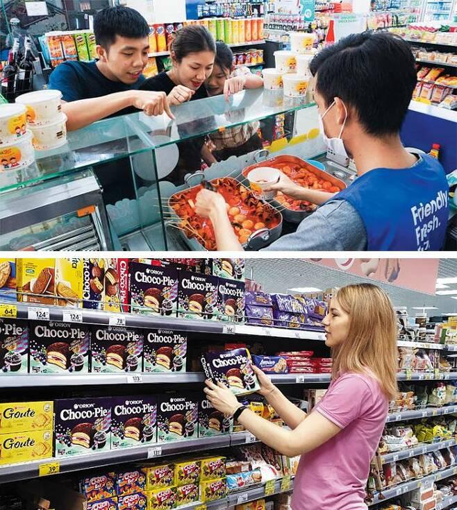 베트남에 진출한 편의점 GS25에서 떡볶이를 주문하는 현지 소비자들(위 사진). 떡볶이는 베트남 내 83개 GS편의점의 2020년 즉석 음식 매출 순위에서 1위를 차지했다. 오리온은 러시아인의 입맛에 맞춰 잼을 넣은 초코파이로 현지에서 인기를 끌었다(아래 사진). 지난해 K푸드는 코로나로 인한 간편식 인기와 업체들의 발 빠른 현지화, K컬처의 인기 등이 맞물리며 수출 대박을 터뜨렸다. /GS리테일·오리온