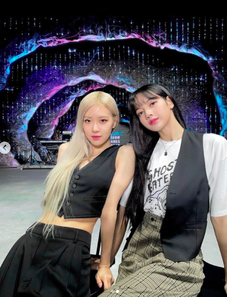 Rosé and Lisa showed off their beautiful looks while BLACKPINK appeared on CBS The Late Late Show With James Corden Show (hereinafter referred to as James Corden Show) in the US.Rosé wrote on his SNS on Friday, Thank you for having us again!We always have the best time chatting and performing for you guys. Whos ready for The Show?(Thank you for calling us back on the James Corden Show; were always doing Do best to talk and stage for you.Who is waiting for the concert THE SHOW? In the photo, Rosé is taking various poses at the James Corden Show recording scene.In particular, Rosé boasts a doll-like atmosphere, and is also gazing affectionately at the camera with Lisa, adding to the admiration of their dazzling visuals.On the other hand, BLACKPINK showed Pretty Savage performance of the regular 1st album through James Corden Show.Here, expectations for the live stream concert THE SHOW have also been raised.THE SHOW will be held from 2 pm on January 31st in Korea time. It is noteworthy that the first performance of the songs including the first solo song of Rosé is prepared.[Photo] Rosé SNS