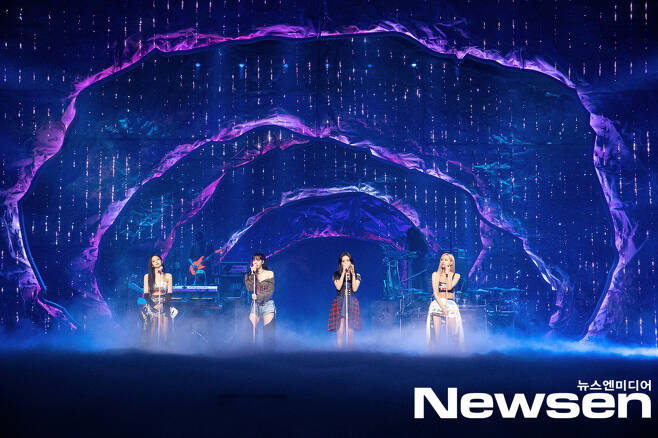 BLACKPINK Concert YG PALM STAGE 2021 BLACKPINK: THE SHOW was unfolded online in the afternoon of January 31 in the aftermath of Corona 19.BLACKPINK (Jisu, Jenny, Rose and Lisa) is performing a great performance on the day.Photos