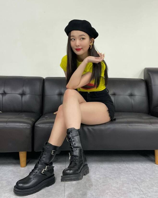 Group Red Velvet member Seulgi has revealed the latest.Seulgi posted several photos on her Instagram page on February 1.In the photo, Seulgi collects attention by revealing the doll beauty with the superior whole body ratio.Seulgi sat cross-legged, looking chic, and exuding a deadly charm, followed by a lovely smile and a reversal charm.Meanwhile, Seulgi has launched a music video support shoot for the follow-up song Eeny Meeny by Yunho Yunho.Red Velvet, which Seulgi belongs to, won the 10th Gaon Chart Music Awards Digital Sound Award of the Year in 2021.