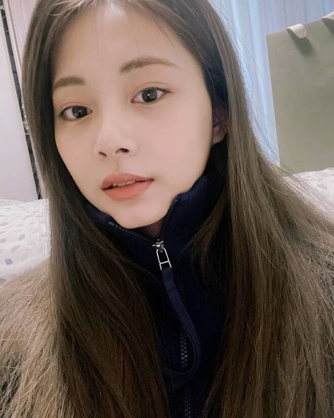 Group TWICE member TZUYU showed off her fresh visuals.TZUYU posted several photos on the official Instagram of TWICE on February 10.In the photo, TZUYU attracts the attention of those who see it in a simple aspect that is not gorgeous.TZUYU boasted doll-like features and flawless skin without a deep makeup.Meanwhile, Group TWICE, which TZUYU belongs to, debuted in 2015; TWICE released its new song Cry For Me on December 18 last year.TWICE won the 30th High1 Seoul Song Award in 2021 and the 35th Golden Disk Awards in 2021.