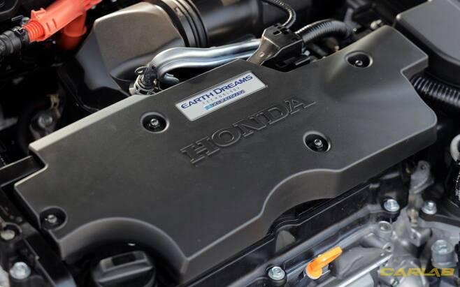 모터는 2개다. 하나는 주행용, 다른 하나는 엔진과 맞물려 전기를 만든다.