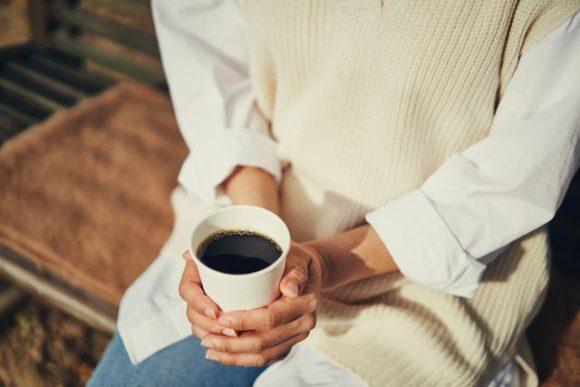 아침 빈 속에 맨 먼저 카페인이 많은 진한 커피를 마시면 위 건강에 좋지 않다. / 사진=게티이미지뱅크