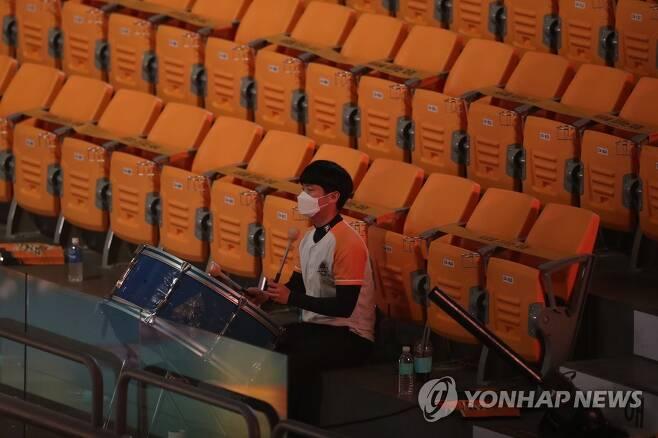 텅 빈 배구장 관중석 [연합뉴스 자료사진]