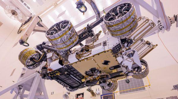 화성 탐사 로버 퍼서비어런스의 배에 장착된 헬리콥터 인저뉴어티./NASA