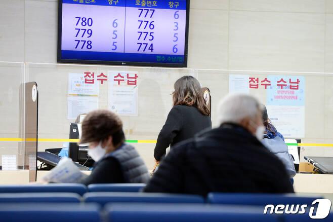 26일 오후 광주 동구 전남대학교병원 본관 1층 로비. 020.11.26/뉴스1 © News1 정다움 기자