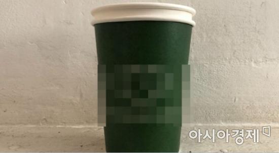 컵 홀더 대신 종이컵을 사용한 모습. 종이컵에 또 한 개의 종이컵이 끼워져 있다. 사진=이주미 인턴기자 zoom_0114@asiae.co.kr