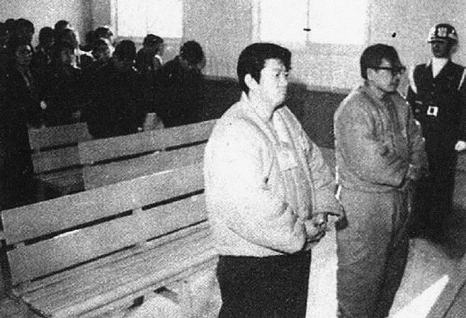 1974년, 마흔두 살. 박정희 정권 아래 긴급조치1호 위반으로 의형제를 맺고 박정희 타도 싸움을 명세하였던 독립군 출신 장준하(1918-1975)와 군법재판을 받는 장면. 통일문제연구소 제공