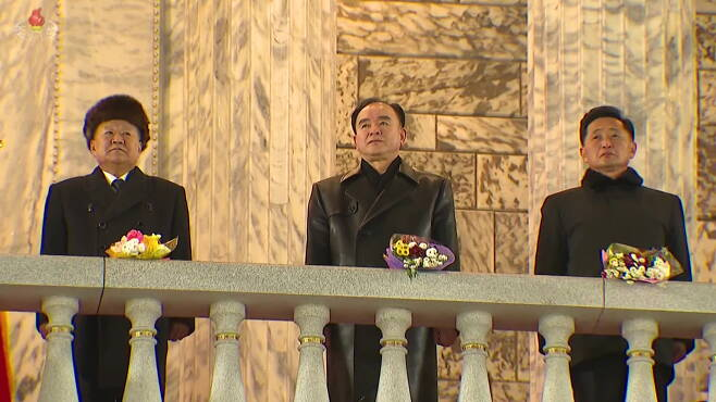 사진설명: 제8차 당 대회 기념 열병식에서 조용원이 김정은 위원장과 같은 디자인의 가죽 코트를 입었다