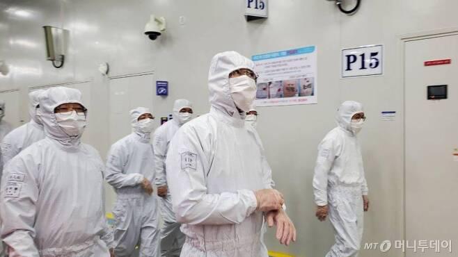 이재용 삼성전자 부회장이 지난해 5월 18일 삼성전자의 유일한 해외 메모리반도체 생산기지인 중국 시안 반도체 생산공장을 찾았다. /사진제공=삼성전자