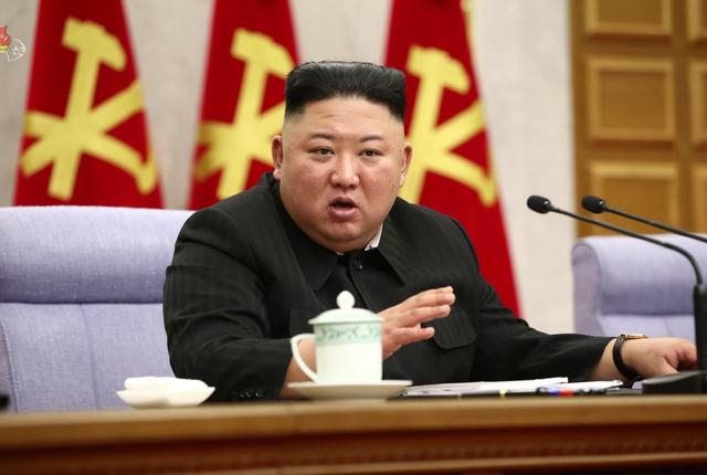 [서울=뉴시스]북한 김정은 국무위원장이 8일 조선노동당 중앙위원회 제8기 제2차 전원회의를 주재했다고 조선중앙TV가 9일 보도하고 있다. (사진=조선중앙TV 캡쳐) 2021.02.09. photo@newsis.com *재판매 및 DB 금지
