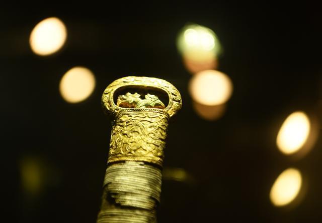 합천 옥전고분군의 상징과도 같은 봉황무늬 고리자루 큰칼.