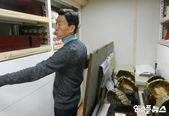 KBO 회관 지하 1층 아카이브 센터에 보관 중인 한국야구 명예의 전당 전시 예정 물품들. 한국야구 명예의 전당이 완성돼야 이 물품들이 제자리를 찾아갈 수 있다(사진=엠스플뉴스)