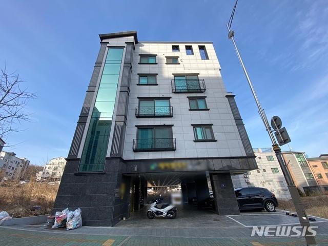 [인천=뉴시스] 김동영 기자 = 친모와 계부에 의해 숨진 8살 여아가 살던 인천의 한 주택. 2021. 3. 3. dy0121@newsis.com