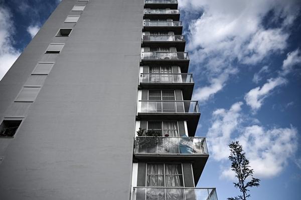 안 라카통과 장필립 바살이 2014∼2017년 리모델링한 530규모 아파트의 모습. 둘은 1960년대 지어진 이 건물을 입주민들을 퇴거시키지 않은 채 리모델링하는 데 성공했다. AFP 연합뉴스