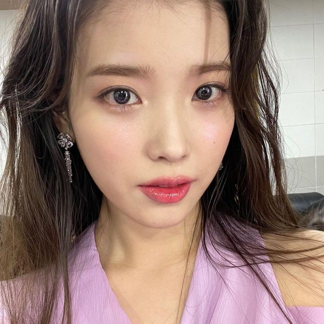 Singer IU has finished all of its music broadcast stages in four years.IU said on his 28th day, Solo Day ends in four years!KBS, MBC, and SBS all made a great stage and thank you for your heartfelt welcome. IU then thanked the hair and makeup staff who made her beautiful, and pretended to thumb to the dancer team who breathed on the stage together.In particular, the IU mentioned the fan club Yuana and said, Is it funny for you?Im just getting used to ending cuts, so Im done with it. Next time I broadcast music, Ill think about ending poses a lot, the IU added.The photo posted along with this shows IU, who was on the music broadcasting stage with this Lilac, and beautiful beauty attracts attention to various hair and makeup.On the other hand, IU released its fifth regular album Lilac on the 25th.Copyright c Koreas Best Sports Entertainment Professional Media (www. osen.co. kr)