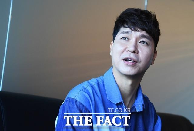 """방송인 박수홍이 친형으로부터 100억원 대의 금전 손실을 봤다는 의혹이 방송가 안팎에 파장을 일으키고 있다. 후배 개그맨 손헌수는 """"문제가 악화되면서부터 가까운 후배들도 잘 안만나려고 했다""""고 말했다. /배정한 기자"""