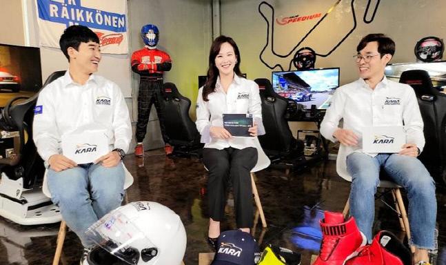 대한자동차경주협회가 디지털 모터스포츠 3대 대회를 공인키로 하면서 레이싱 게임의 공식 경기화가 본격화되었다. 사진은 협회의 디지털 부문 선수 교육 영상을 촬영중인 이정우 드라이버, 손보련 아나운서, 김종겸 드라이버(왼쪽부터)