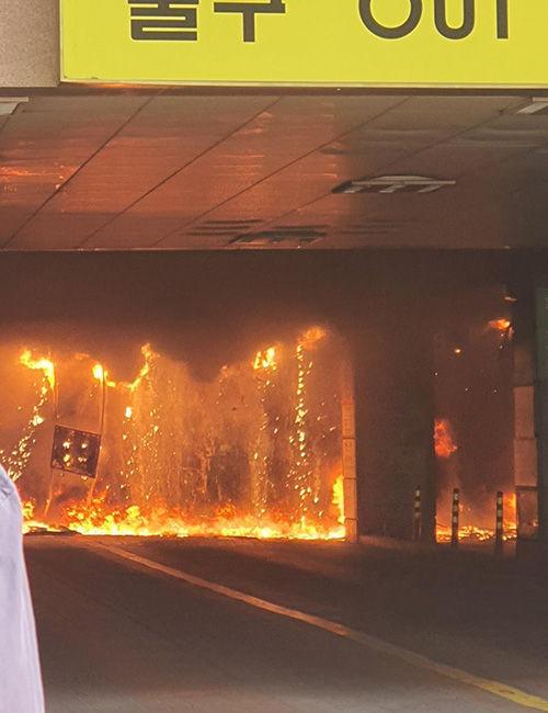 10일 오후 경기 남양주시 다산동의 한 주상복합건물에서 불이 나 일대에 검은 연기가 퍼지고 있다. (사진=독자 제공)