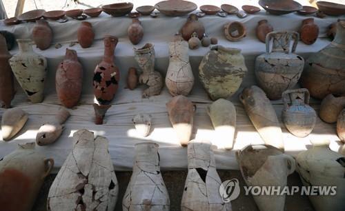 이집트 룩소르 도시 유적에서 나온 도기들 [epa=연합뉴스]