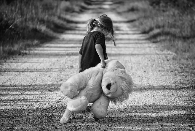 아동 학대는 어릴 때만 영향을 미치지 않는다. [pixabay]