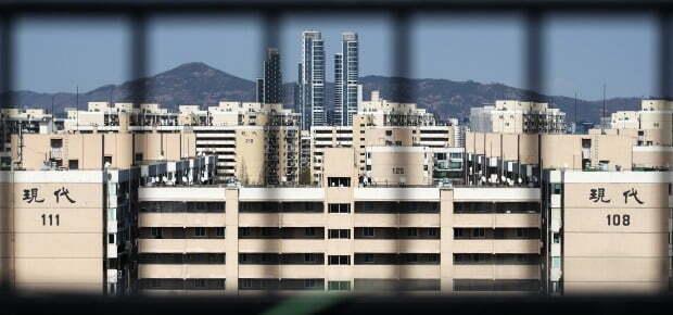 재건축을 추진하고 있는 서울 강남구 압구정동의 한 아파트 단지. /뉴스1