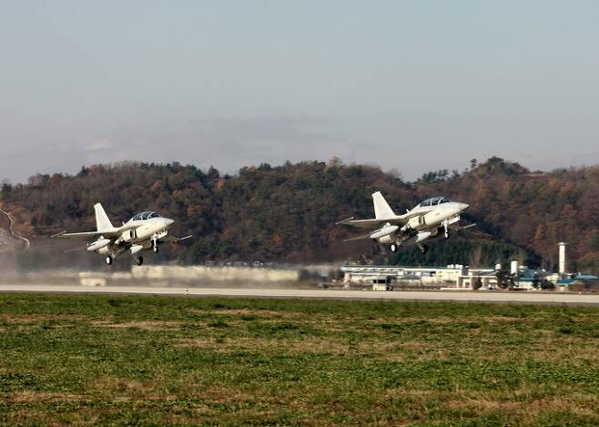 공군 FA-50 경전투기 편대가 훈련을 수행하기 위해 이륙하고 있다. 세계일보 자료사진
