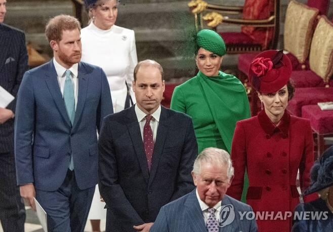 윌리엄 왕세손과 해리 왕자 부부 [AP=연합뉴스 자료사진]